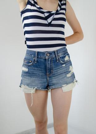 Hollister джинсовые шорты на высокой посадке с рваностями, потертостями, джинсові шорти