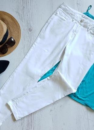 Белые джинсы .