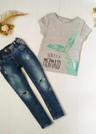 Комплект джинсы с рваностями и вышивкой и  футболка