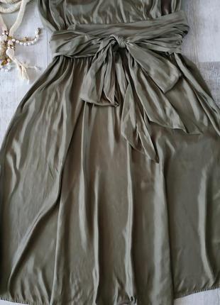 Нарядное стильное и легкое платье от caroline biss в цвете хаки с бантом,длина миди3 фото