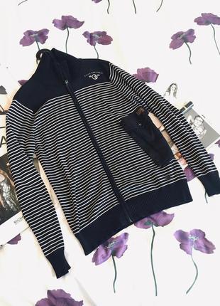 Оригинальный свитер на молнии в полоску