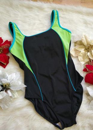 Спортивний купальник з чашками bra
