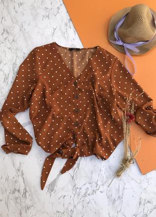 Трендова блузка, з крутими ґудзиками