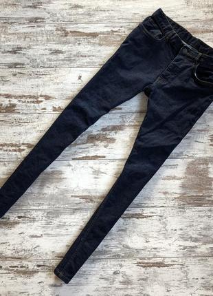 Отличные зауженные темные джинсы denim co
