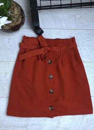 Теракотова юбка з актуальними гудзиками