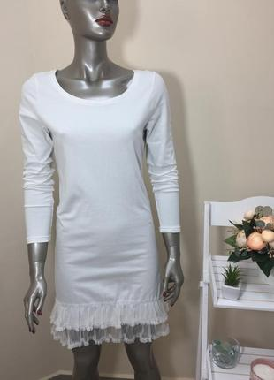Повна ліквідація товару!!! біле котонове плаття по фігурі на довгий рукав з рюшками внизу