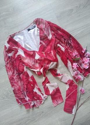 Легкая блуза с летящим рукавом запахивается missguided