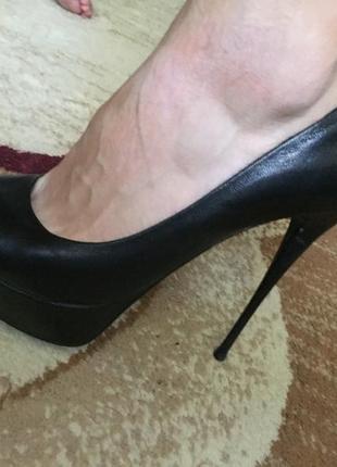 Туфли на тонкой шпильке