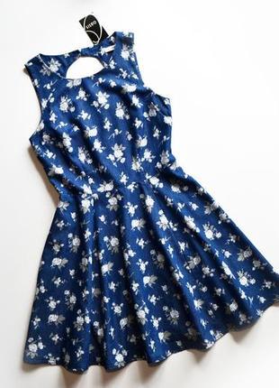 Легкое нежное котоновое платье в цветы