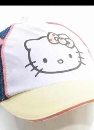 Фирменная кепка на девочку