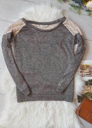 Нежный трикотажный свитерок