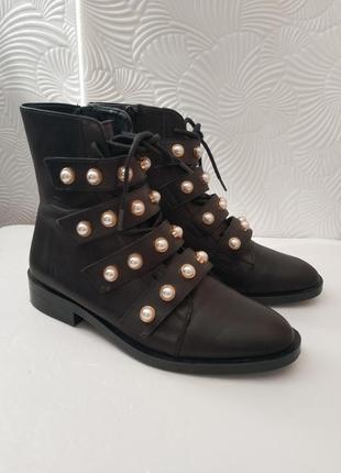 Стильные кожаные ботинки zara