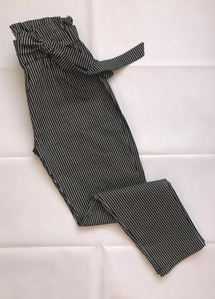 Чёрные штаны в мелкую полоску на высокой посадке