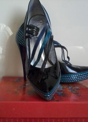 Туфли - лодочки лаковые.
