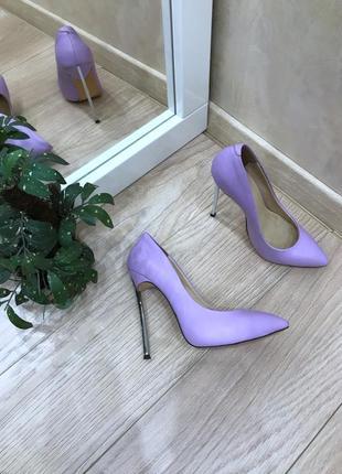 Бузкові туфлі