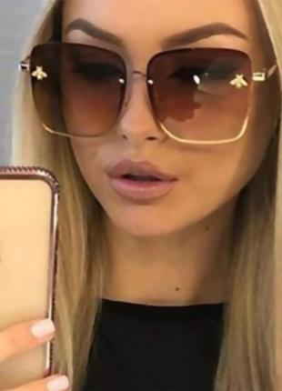Градиентные солнцезащитные очки для женщин с маленькой пчелкой