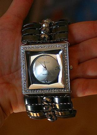 Женские наручные часы на широком браслете часы копии швейцарских купить