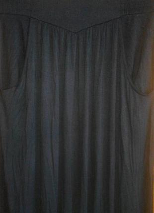 Трикотажная юбка макси с косыми карманами.