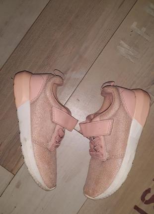 Стильные блестящие пудровые кроссовки h&m размер 25