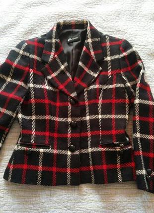Шерстяной короткий пиджак