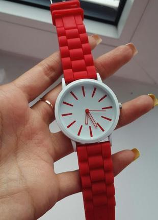 Женские силиконовые наручные часы кварцевые на силиконовом ремешке красные, белые