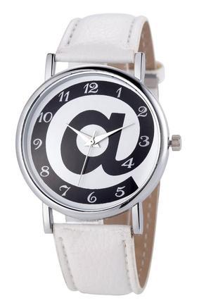 Женские наручные часы кварцевые белые, белого цвета, черно-белые