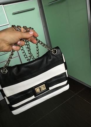 Крутая кожаная сумка в полоску на цепочке chanel