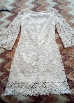 Нарядное круживное платье