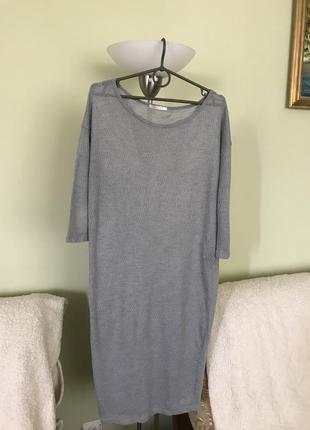 Легкое платье в мелкую вязку.