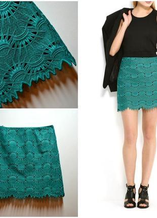 Красивая зеленая юбка в узорах