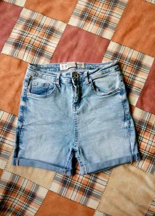Шортики джинсові в ідеальному стані