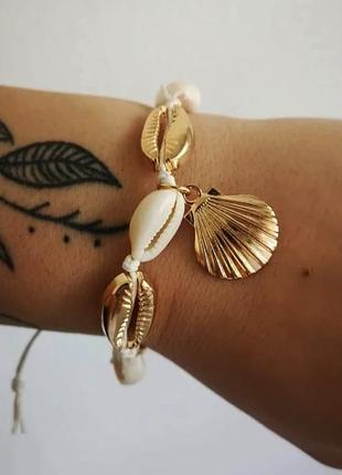Браслет на руку ногу ракушки каури золото тренд лета