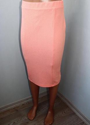 Стильная стрейчевая персиковая юбка миди м, 46