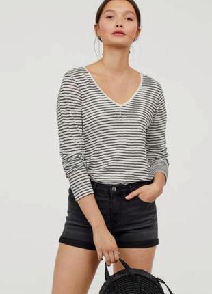 Короткие джинсовые шорты из черного денима средняя посадка отвороты