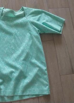 Стильное жаккардовое платье под кружево