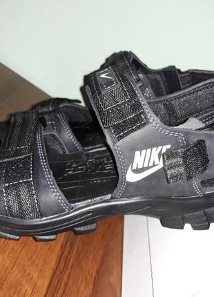 Шкіряні сандалі