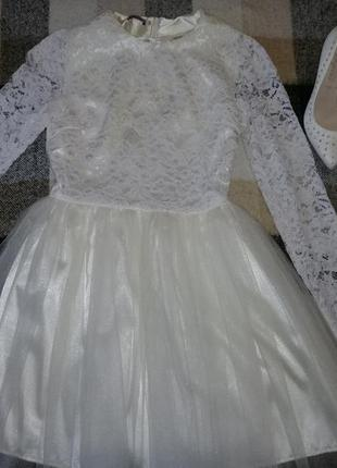 Красивое белое пышное платье