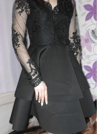Черное платье с сеточкой и кружевом