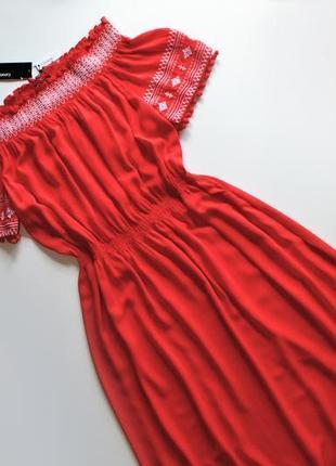 Роскошное летнее красное платье с вышивкой и спущенными плечами вискоза