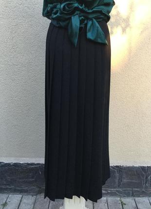 Чёрная юбка в складки,по боку застежка,шерсть100%,laura ashley,оригинал