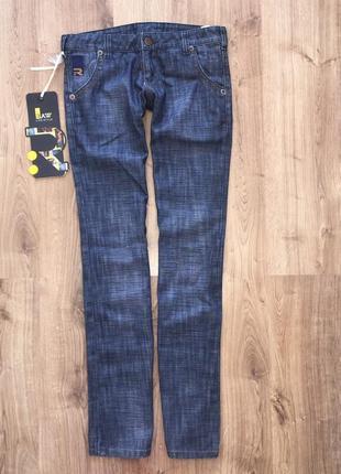Стильные джинсы с заниженной талией