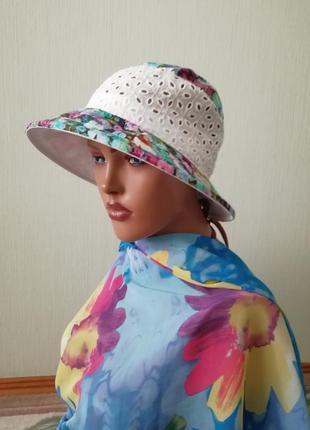 Пляжная яркая шляпа