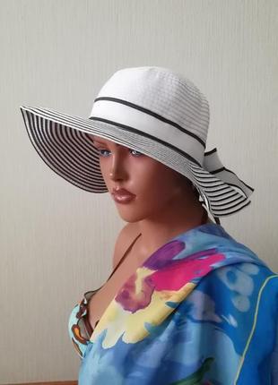 Шляпа пляж черно-белая с моделирующими полями