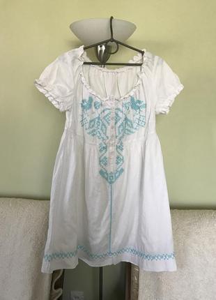 Вышитое милое платье