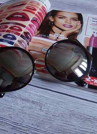 Стильные модные солнцезащитные очки