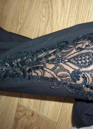 Широкие черные брюки, классика, с прозрачными сексуальными вставками по бокам.