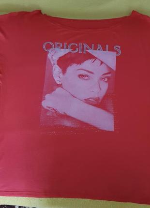 Коралловая футболка