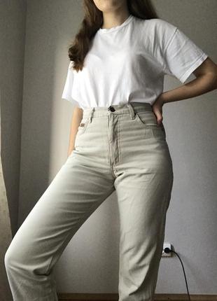 Мом джинсы wrangler