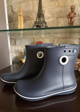 Резиновые сапоги ботинки crocs women's jaunt shorty boot