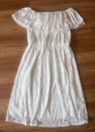 Біле кружевне плаття